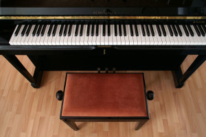 Sitzpolster am Klavier